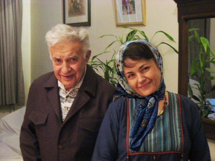 هاله سحابی در مراسم تشییع پدرش در اثر پنجه بوکس لباس شخصی ها درگذشت